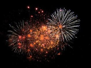 fireworks-1880045_1920