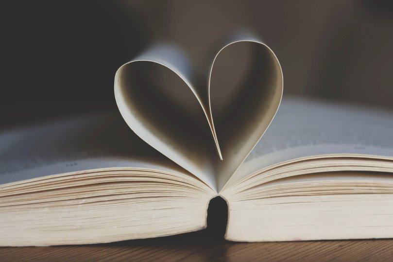 book-3998252_1920